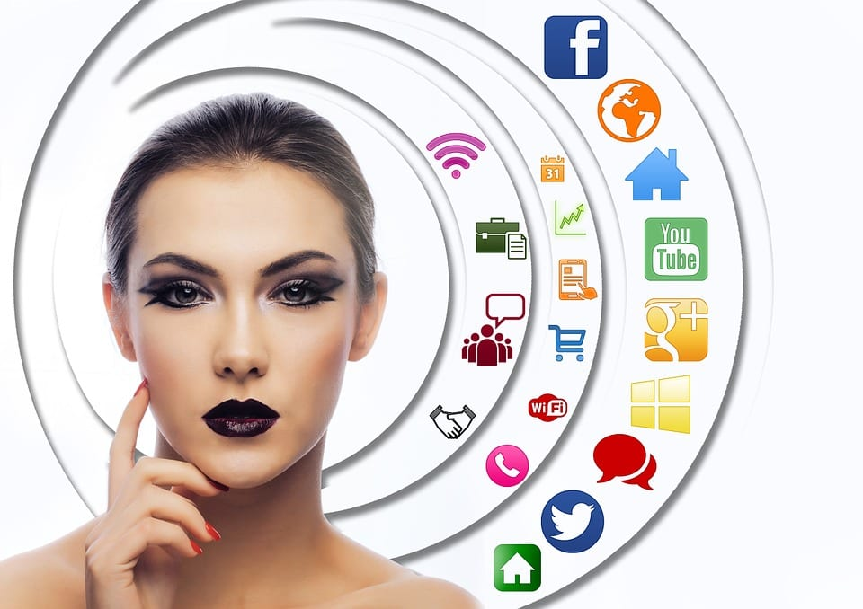 advantages and disadvantages of using social media for business
