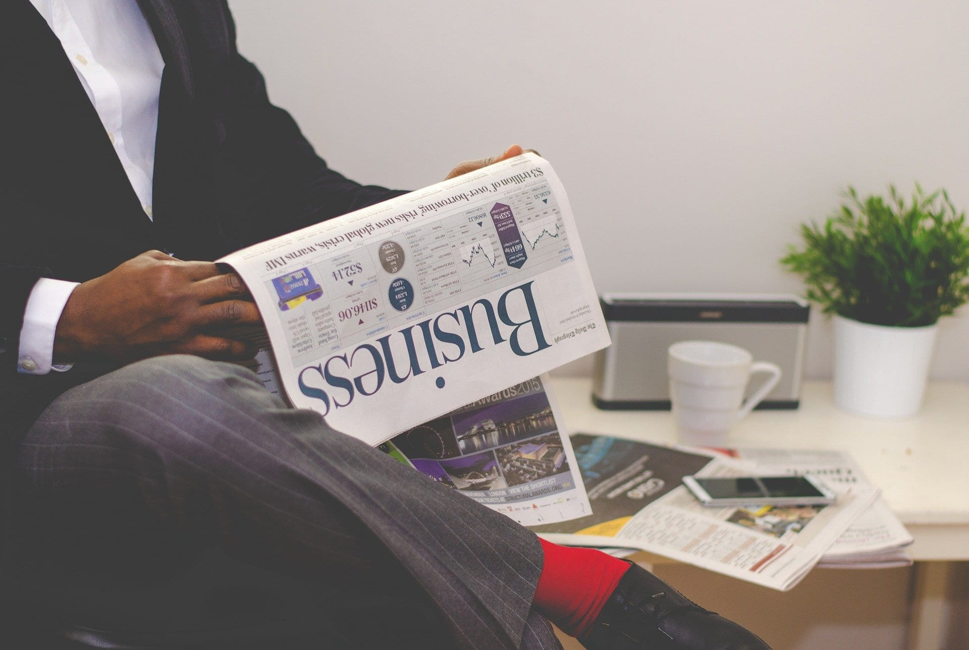 advantages of reading newspaper for students