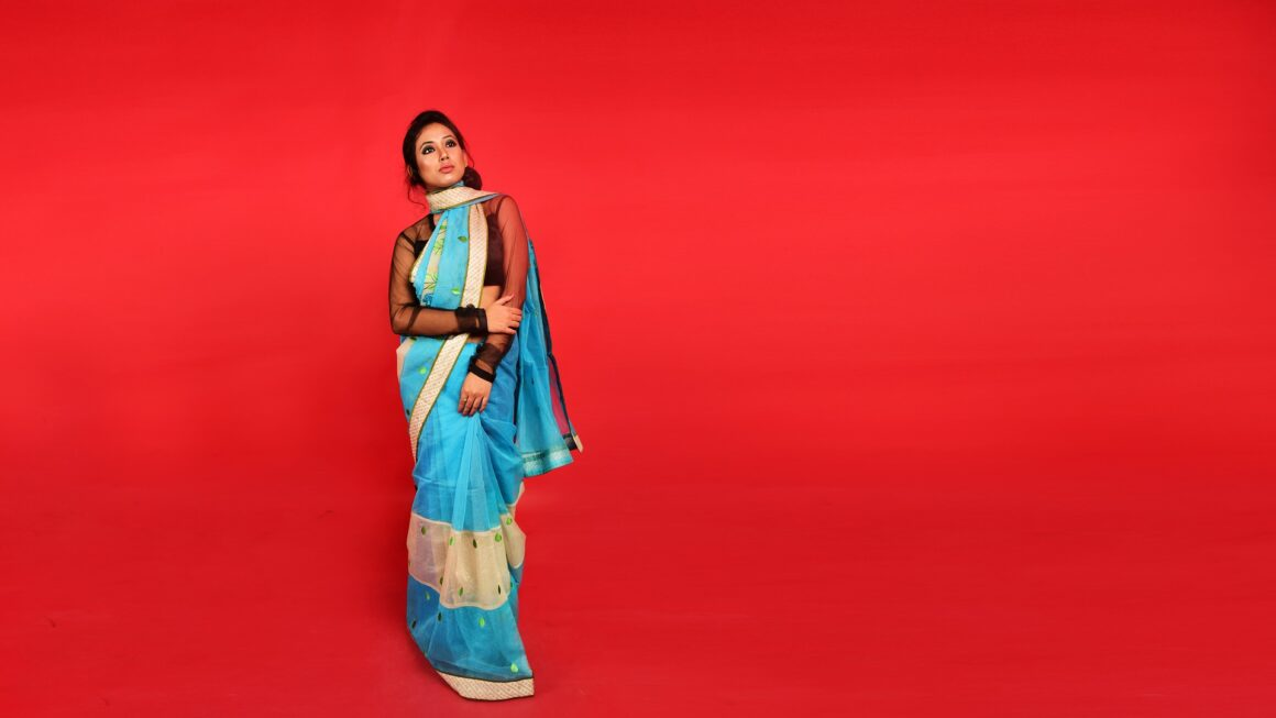 Advantages And Disadvantages Of Wearing A Saree