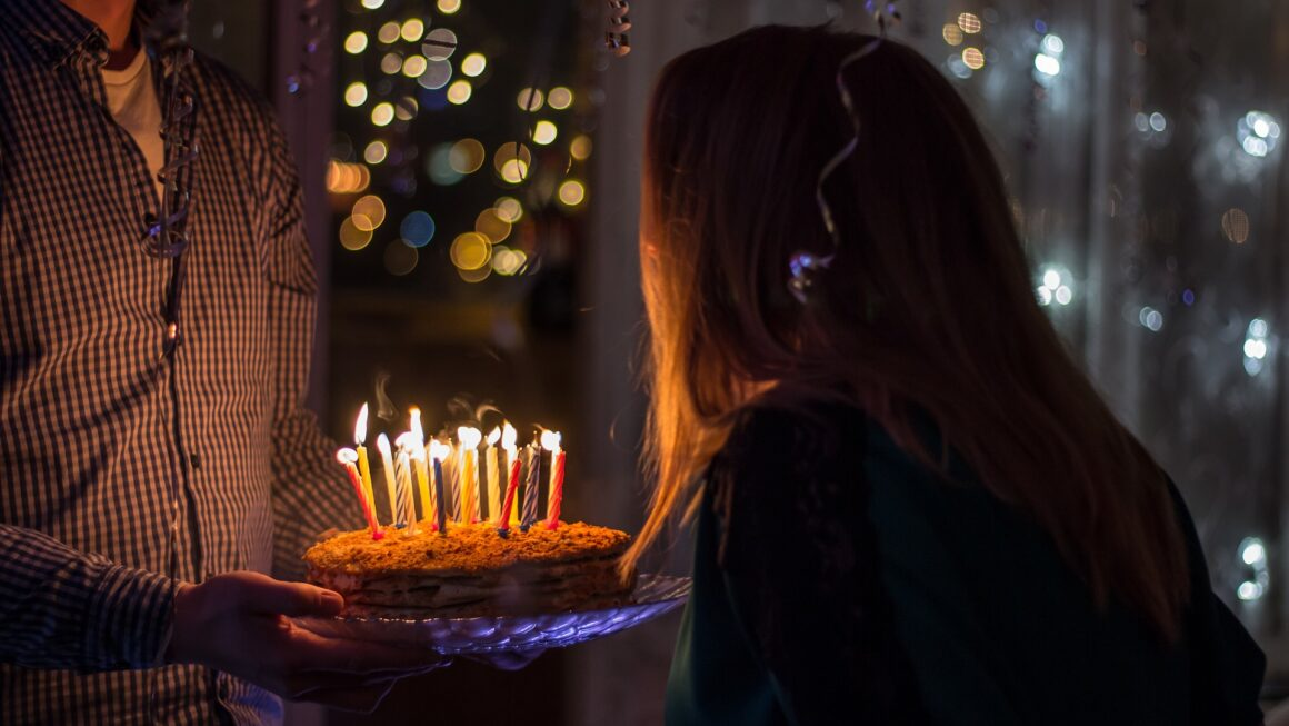 How To Make Your Girlfriend Feel Special On Her Birthday ?